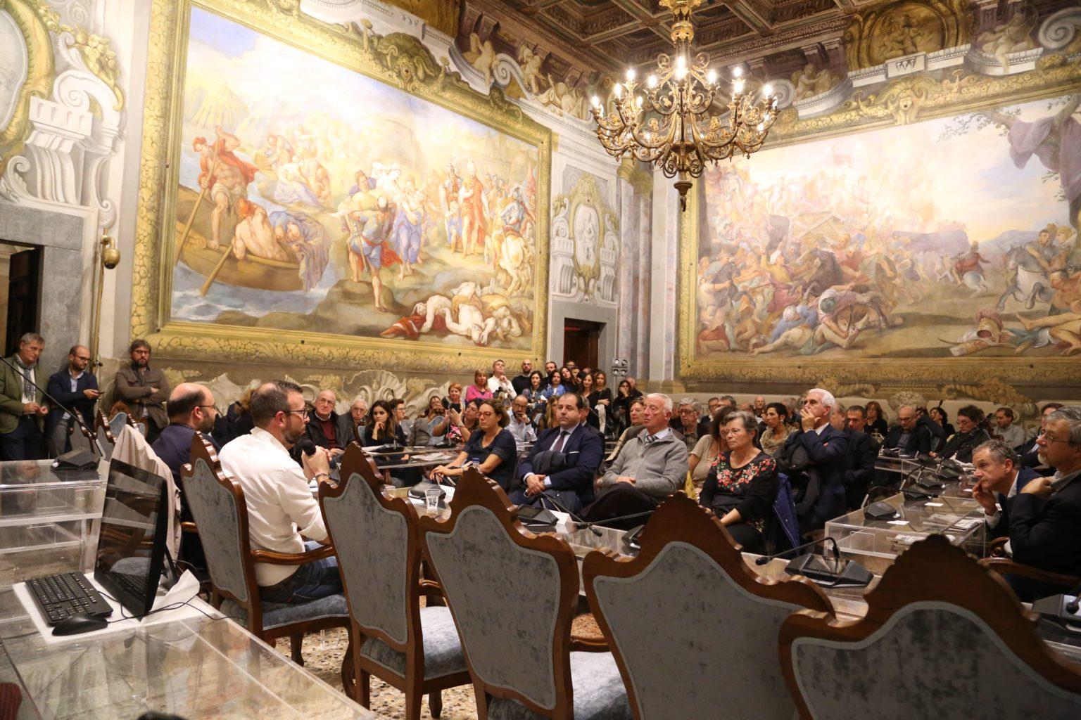 presentazione libro di antonio mazzeo in sala delle baleari a Pisa